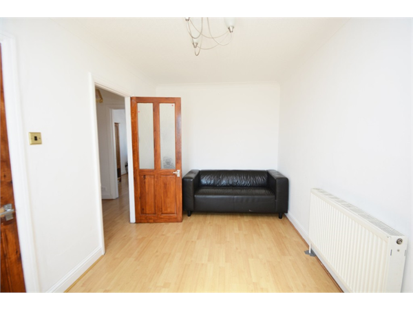Property & Flats to rent with David Conway & Co Ltd (South Harrow) L2L655-621