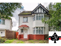 5 Bed House in Canons Park property L2L1024-626