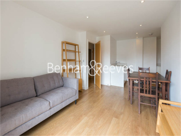 Property & Flats to rent with Benham and Reeves  (Canary Wharf) L2L1076-247