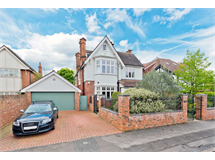 6 Bed House in Thames Ditton property L2L127-203