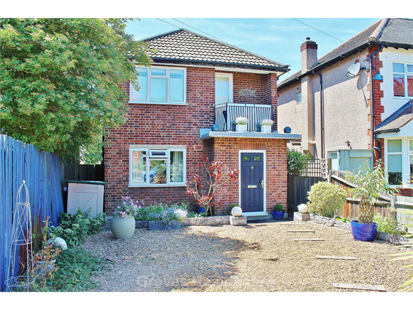 Property & Flats to rent with Groves Residential L2L134-953