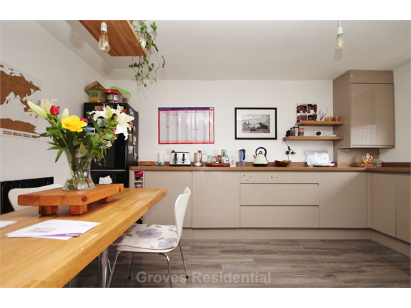 Property & Flats to rent with Groves Residential L2L134-952