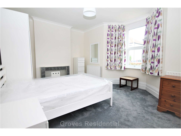 Property & Flats to rent with Groves Residential L2L134-702