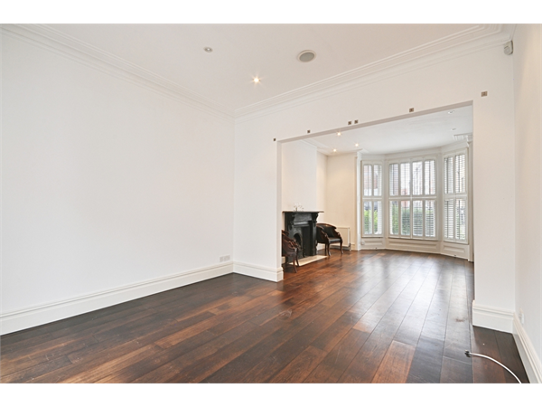 Property & Flats to rent with Thorgills (Chiswick) L2L144-994