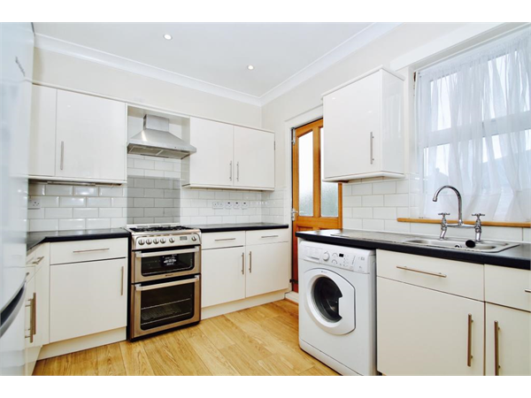 Property & Flats to rent with Bairstow Eves (Lettings) (Battersea) L2L1455-809