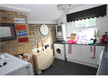 2 Bed Flats And Apartments in East Wickham property L2L147-115