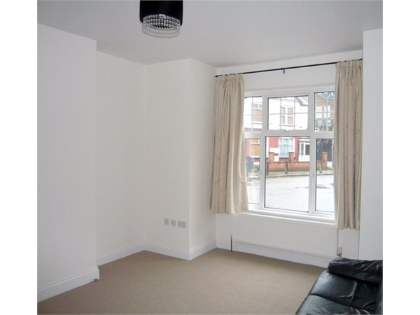 Property & Flats to rent with Castle Estates (South London) Ltd L2L158-248