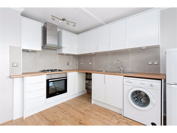 Property & Flats to rent with Castle Estates (South London) Ltd L2L158-271