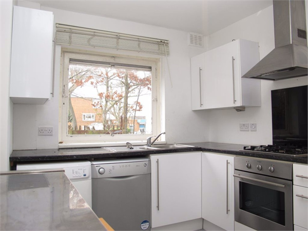 Property & Flats to rent with Castle Estates (South London) Ltd L2L158-315