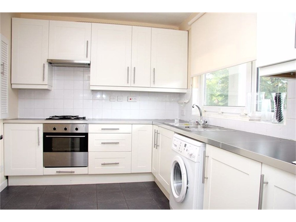 Property & Flats to rent with Castle Estates (South London) Ltd L2L158-322