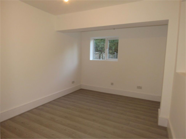 Property & Flats to rent with Castle Estates (South London) Ltd L2L158-947