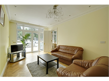 5 Bed House in South Ealing property L2L172-301