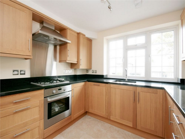Property & Flats to rent with Orchards of London (Ealing) L2L206-683