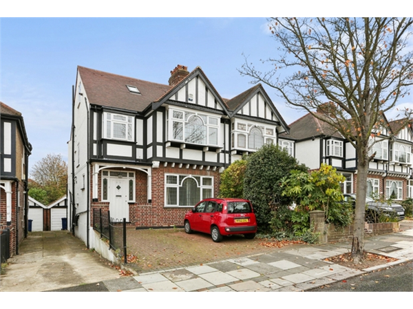 Property & Flats to rent with Orchards of London (Ealing) L2L206-457