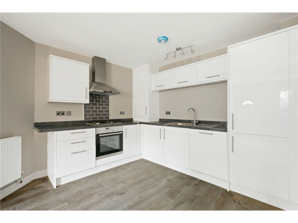 Property & Flats to rent with Orchards of London (Ealing) L2L206-543