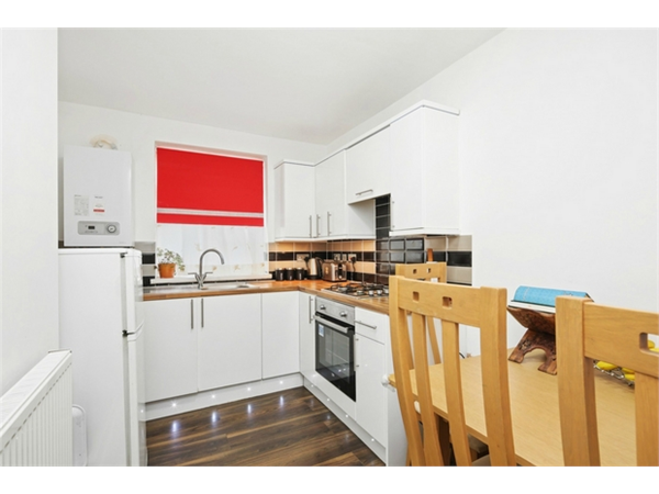 Property & Flats to rent with Orchards of London (Ealing) L2L206-100