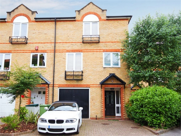 Property & Flats to rent with Orchards of London (Ealing) L2L206-602