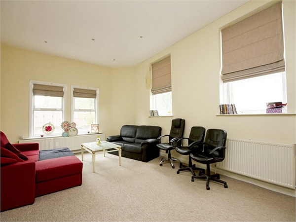 Property & Flats to rent with Orchards of London (Ealing) L2L206-622