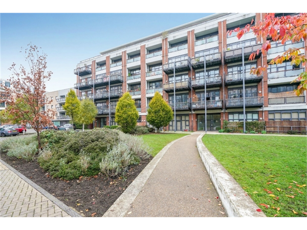 Property & Flats to rent with Orchards of London (Ealing) L2L206-583