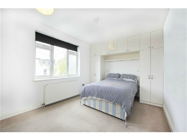 Property & Flats to rent with Orchards of London (Ealing) L2L206-593