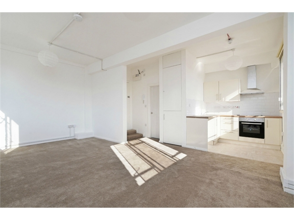 Property & Flats to rent with Orchards of London (Ealing) L2L206-581