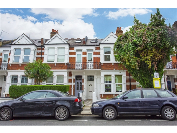 Property & Flats to rent with Orchards of London (Ealing) L2L206-595