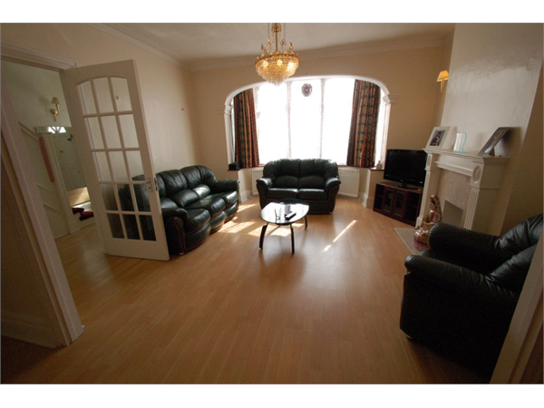 Property & Flats to rent with Chess Estates L2L231-350