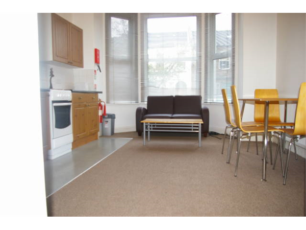 Property & Flats to rent with So Suite Properties L2L245-129