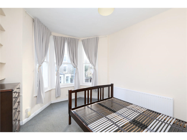 Property & Flats to rent with Hobarts (N22) L2L2451-669