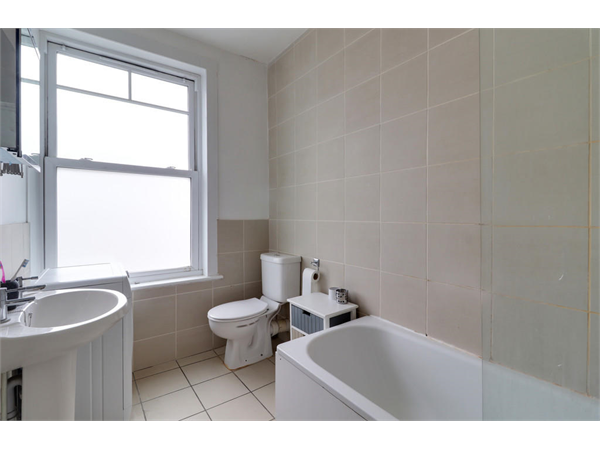 Property & Flats to rent with Hobarts (N22) L2L2451-897