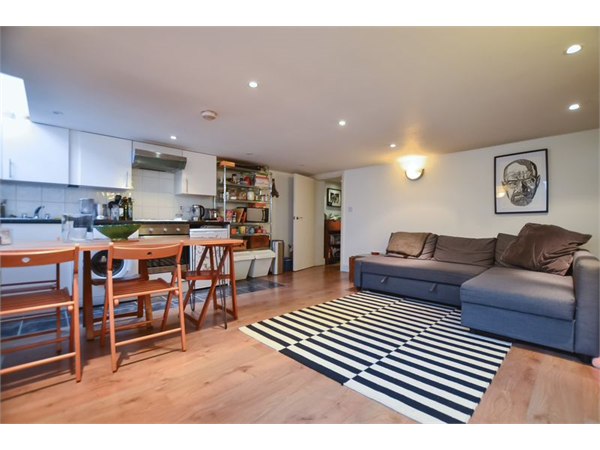 Property & Flats to rent with Homefinders - Hackney L2L2465-772