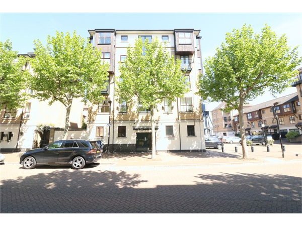 Property & Flats to rent with Lloyds Residential Bethnal Green L2L2718-7469