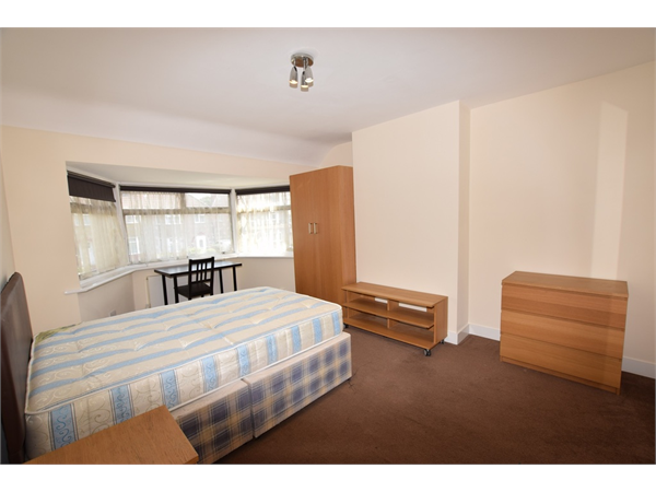 Property & Flats to rent with 1st Choice L2L288-768