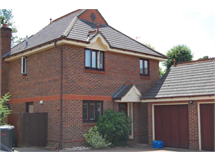 4 Bed House in Chertsey South and Row Town property L2L3126-445