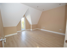 2 Bed Flats And Apartments in Addlestone Bourneside property L2L3126-457