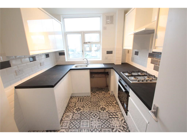 Property & Flats to rent with Squires (Lettings) (Harrow On The Hill) L2L3337-272