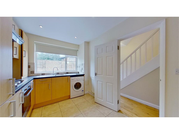 Property & Flats to rent with Tennisonproperty (Wimbledon) L2L3476-100