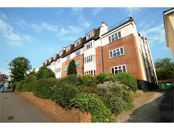 Property & Flats to rent with Leaders (Surbiton) L2L3776-100