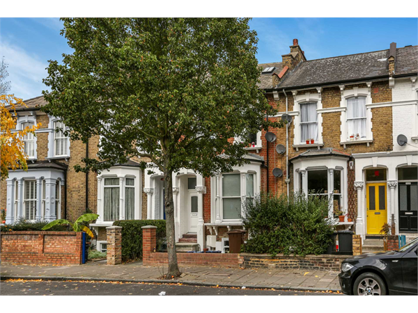 Property & Flats to rent with Knight Bishop (Hackney) L2L3937-1415