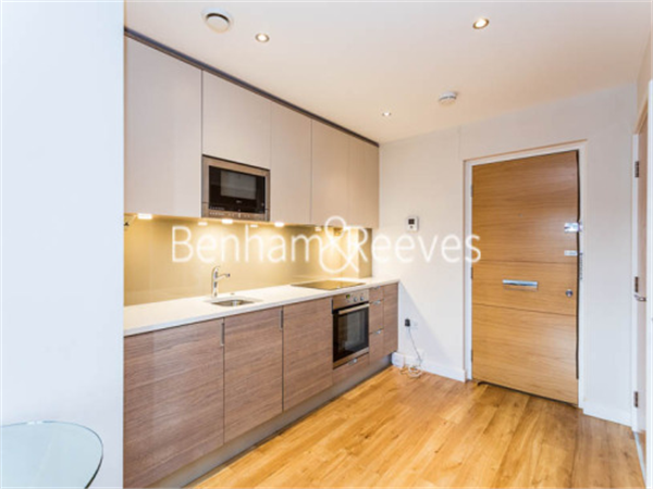 Property & Flats to rent with Benham and Reeves  (Beaufort Park) L2L397-260