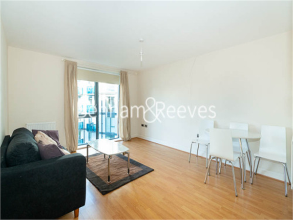 Property & Flats to rent with Benham and Reeves  (Beaufort Park) L2L397-335