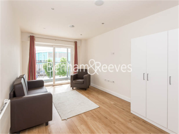 Property & Flats to rent with Benham and Reeves  (Beaufort Park) L2L397-430
