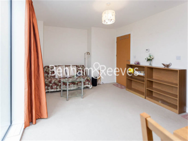 Property & Flats to rent with Benham and Reeves  (Beaufort Park) L2L397-471