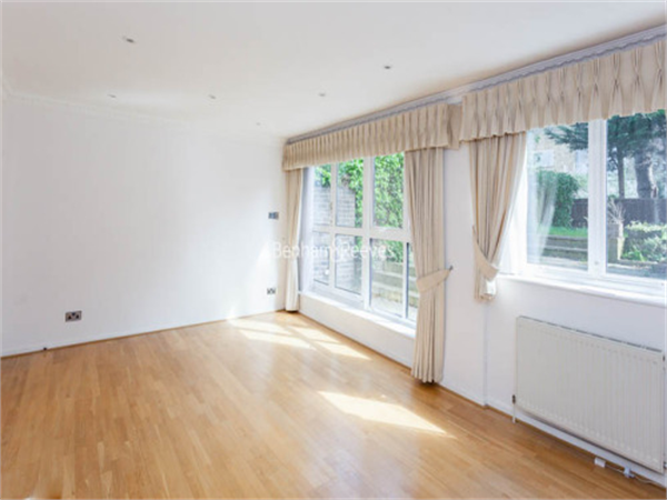 Property & Flats to rent with Benham and Reeves (Hampstead) L2L398-377