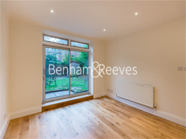 Property & Flats to rent with Benham and Reeves (Hampstead) L2L398-146