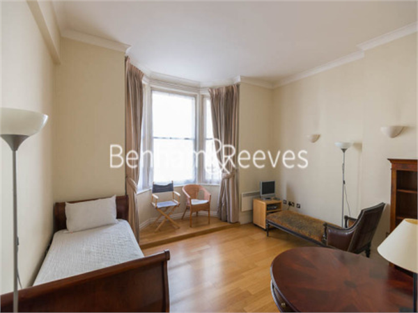 Property & Flats to rent with Benham and Reeves (City) L2L400-100