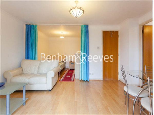 Property & Flats to rent with Benham and Reeves (Kensington) L2L401-485