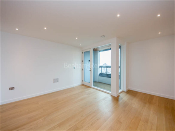 Property & Flats to rent with Benham and Reeves (Kensington) L2L401-330