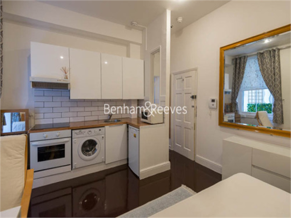 Property & Flats to rent with Benham and Reeves (Kensington) L2L401-459