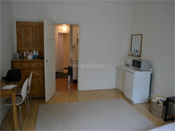 Property & Flats to rent with Benham and Reeves (Highgate) L2L403-329